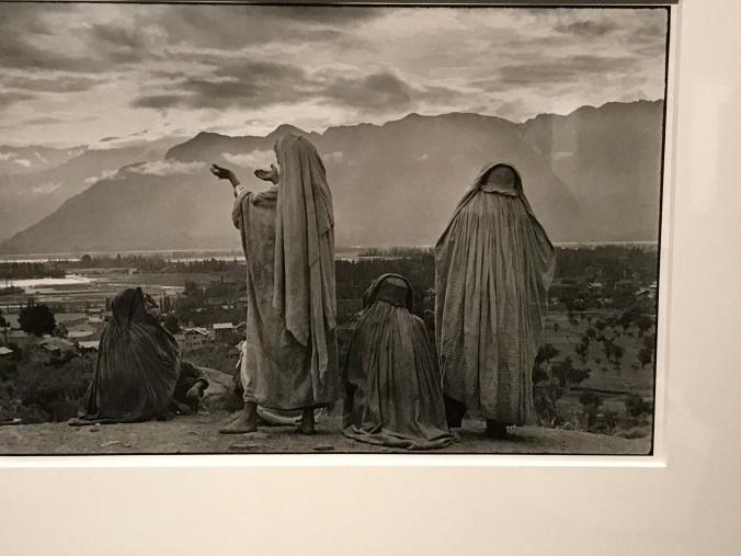 Cartier Bresson - Women praying IMG_2483